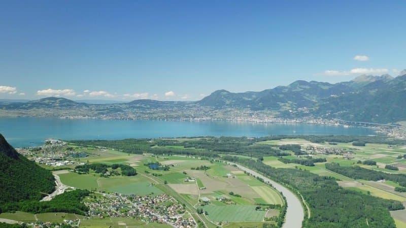 Charmant hôtel dans le Chablais à coté de Montreux, proche du Lac et des Montagnes.