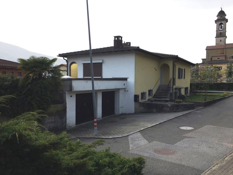 Appartamento (da ristrutturare) 5.5 locali con garage e giardino in stabile condominiale di 2 unità