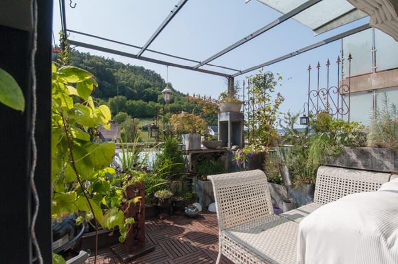Wunderschöne Terrasse mit viel Raum für Unterhaltung and pflänzliche Gemütlichkeit