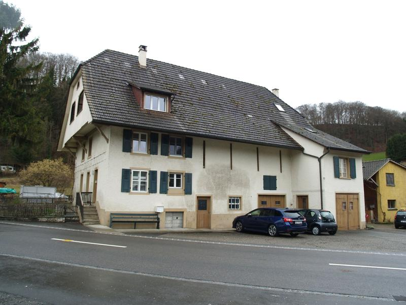 Wohnhaus mit drei Wohneinheiten, Ökonomieteil und Bauland!