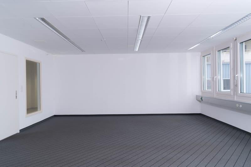 Grosse, helle Büroräumlichkeiten - auch unterteilbar