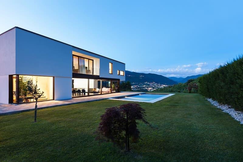 Annuncio exemplario: Villa moderna con piscina in zona tranquilla (1)