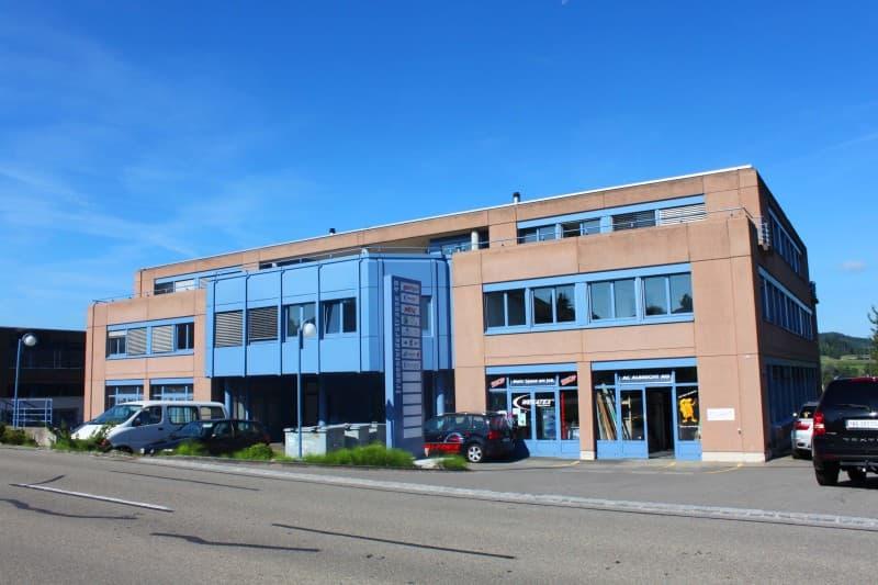 250 m2 ausgebaute Büros im Erdgeschoss