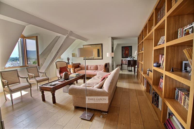 Hotel Particulier en vieille ville. Appartement en attique. Genève. (2)
