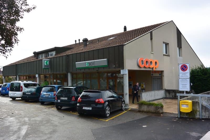 A proximité du centre surface commerciale ou administrative de 330 m2
