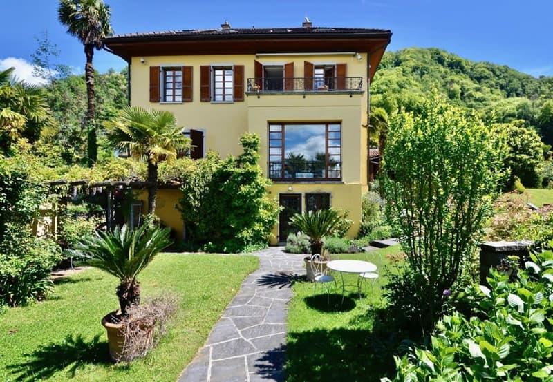 Splendida villa di charme direttamente a lago