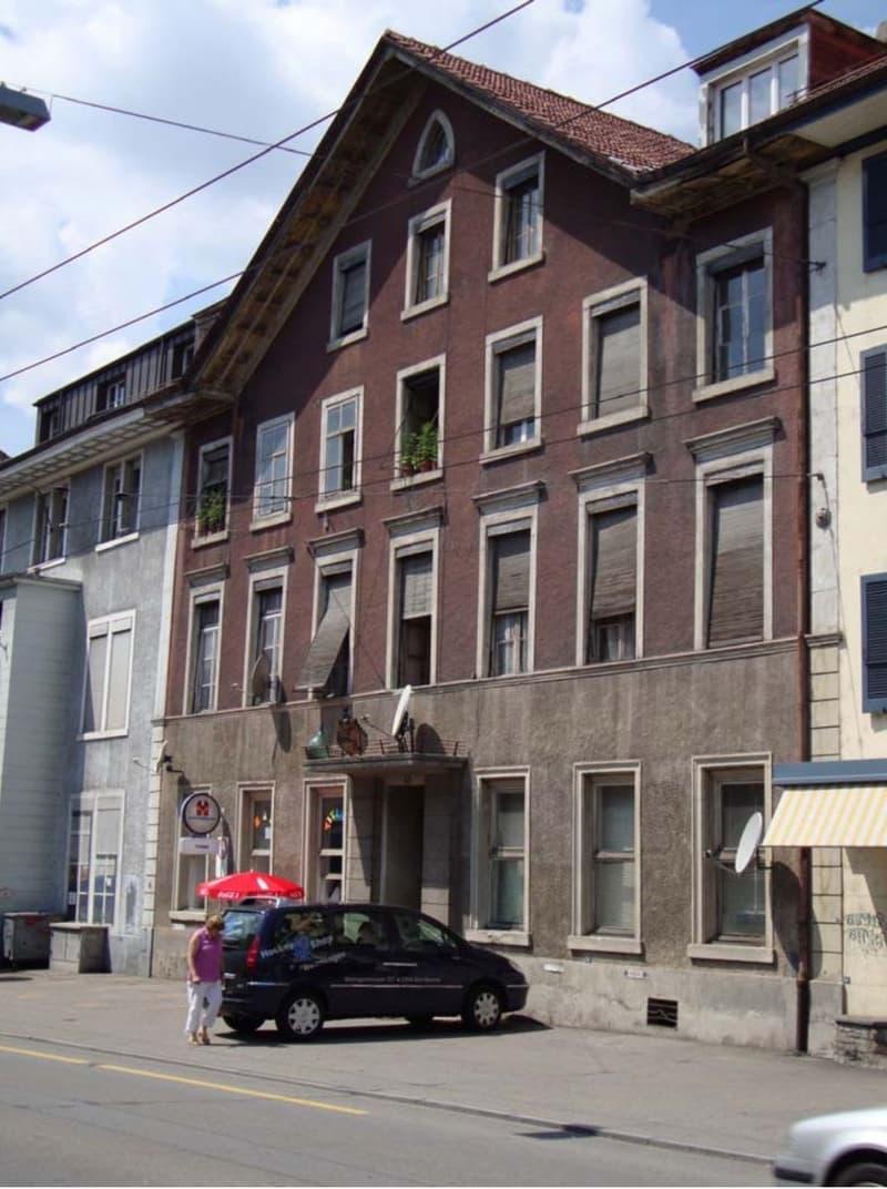 Mehrfamilienhaus mit Lokal