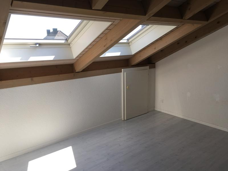 Dachwohnung mit Atmosphäre* gratis Garage dazu!* (3)