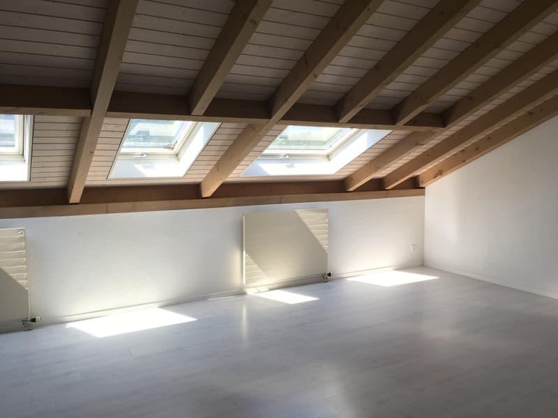 Dachwohnung mit Atmosphäre* gratis Garage dazu!* (4)