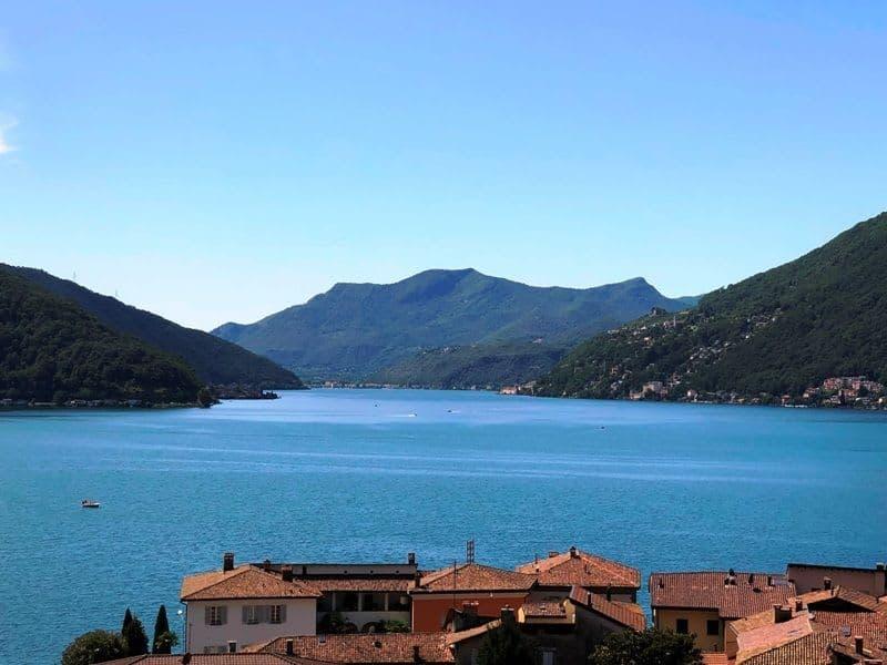 Spaziosa e accogliente villa vista lago con grande potenziale d'uso