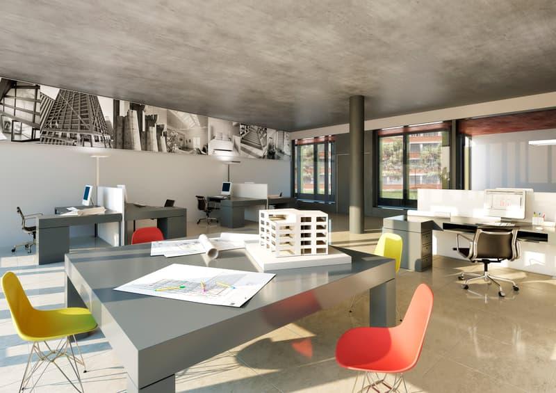 Showroom- oder Büroflächen im Erdgeschoss mit hohen Räumen.