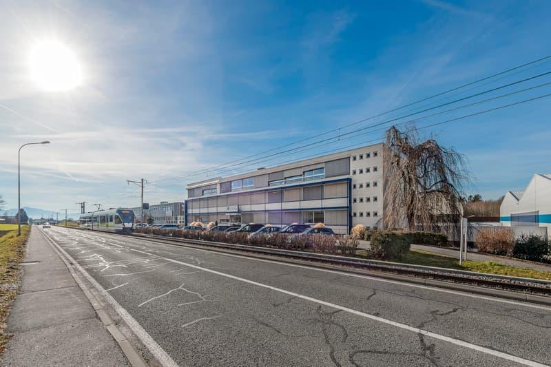 Bureaux, locaux de 2000 m2 divisibles à partir de 600 m2 à louer à Cheseaux sur Lausanne