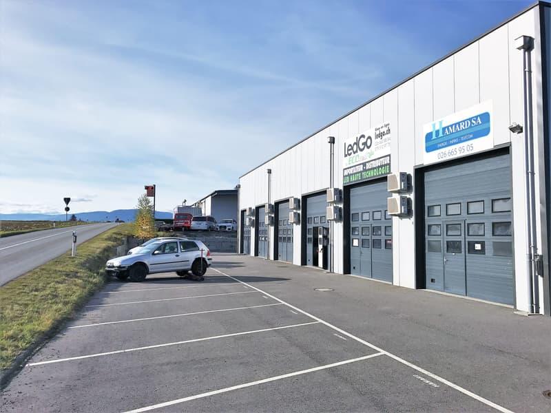 Atelier, dépôt, bureaux de 200 m2 divisibles à louer à Bussy
