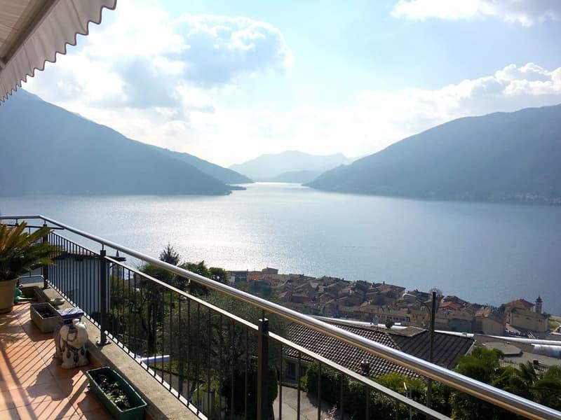 Incantevole recente villa 4,5 locali con meravigliosa vista lago e giardino privato a Bissone.