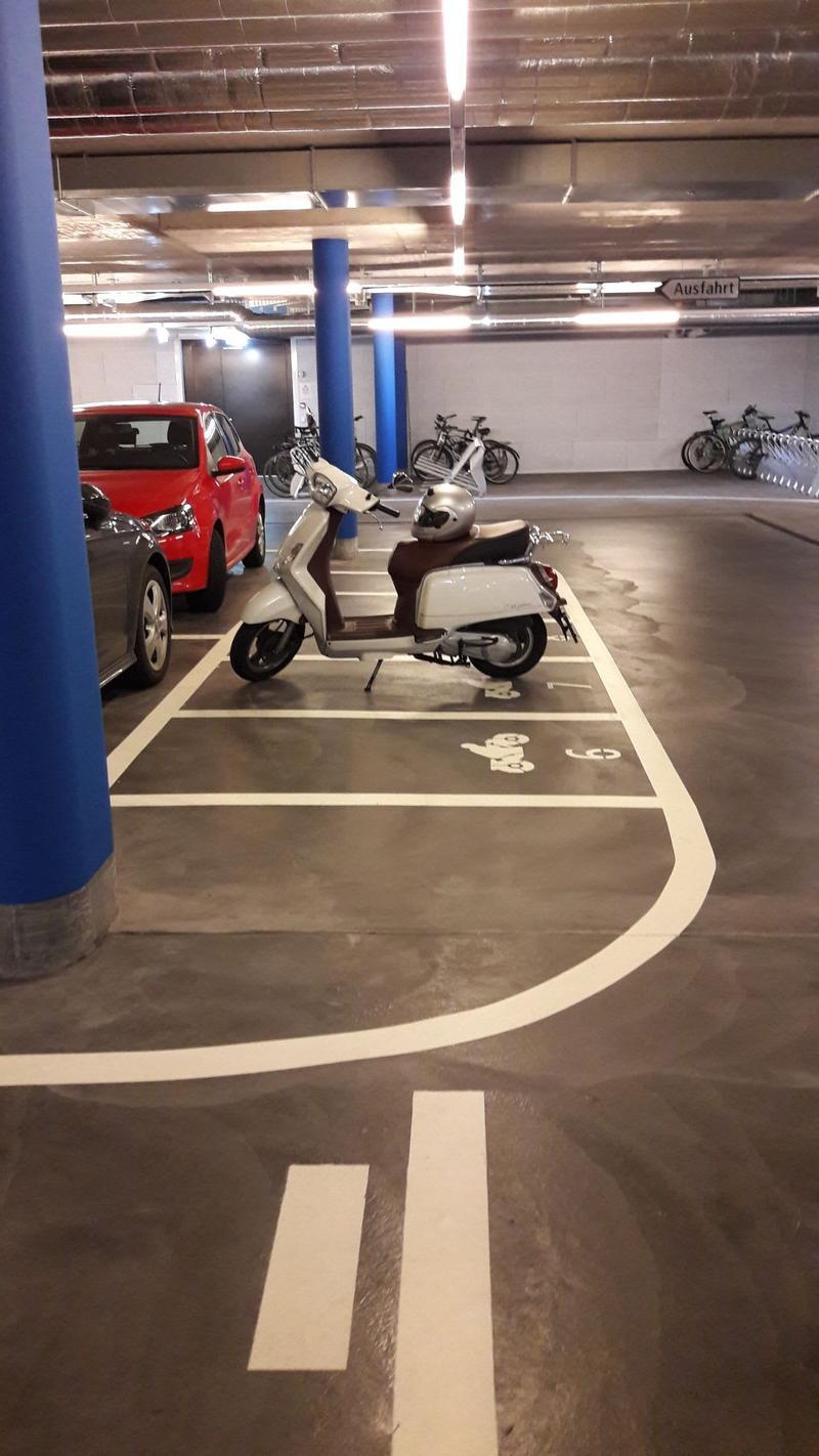 Motorradparkplatz in der Tiefgarage im Westlink Tower