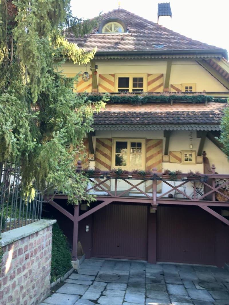 Charaktervolle 3 Zimmer Maisonette-Wohnung Parterre mit Garten für Single geeignet