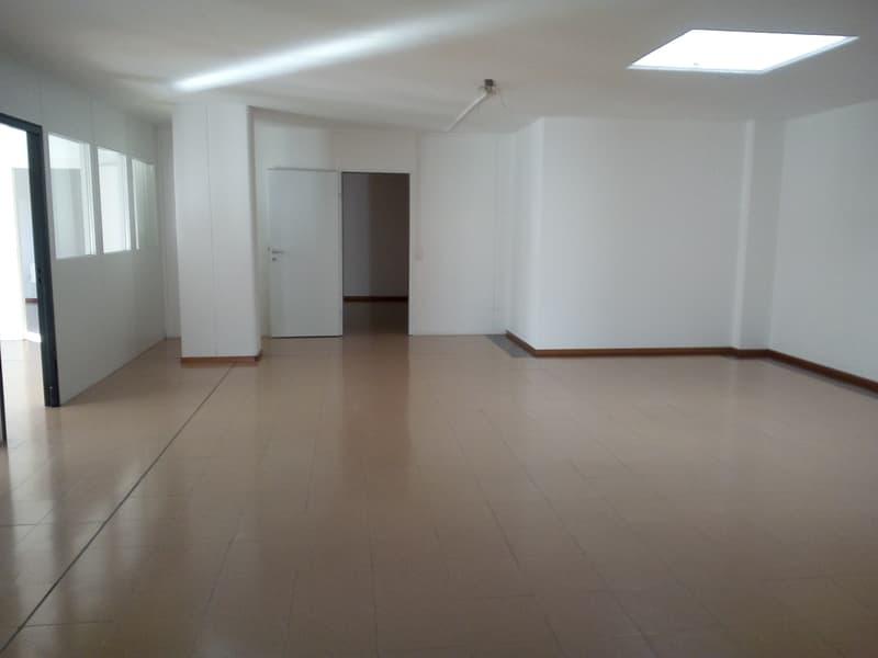 MEZZOVICO - spazioso ufficio in affitto in posizione strategica