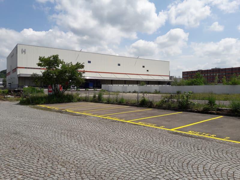 Offene Parkplätze direkt am Bahnhof Embrach-Rorbas