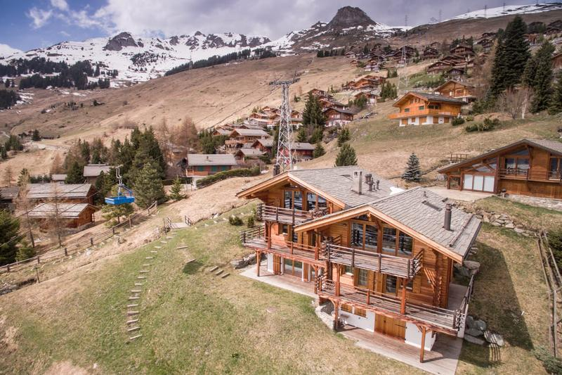 This beautiful 3 bedroom duplex is the perfect alpine holiday apartment