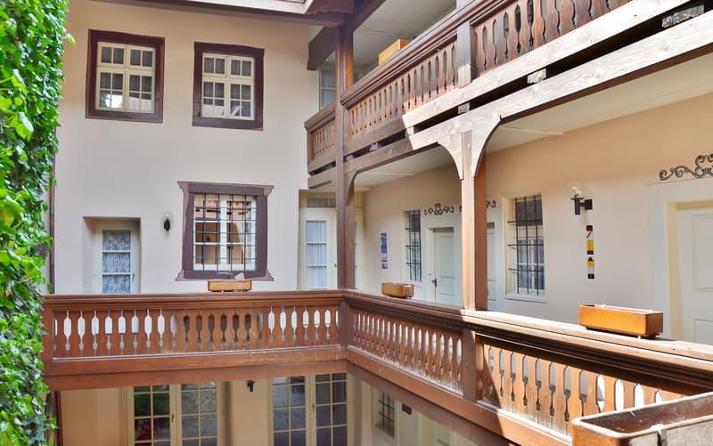 Historische Altstadtliegenschaft: Gepflegtes und saniertes 11.5-Zimmer-Einfamilienhaus mit angebautem 2-Familienhaus