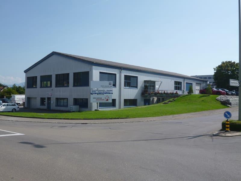 Grüningen: helle, ruhig gelegene Gewerbeflächen mit guter Infrastruktur in Industriehalle