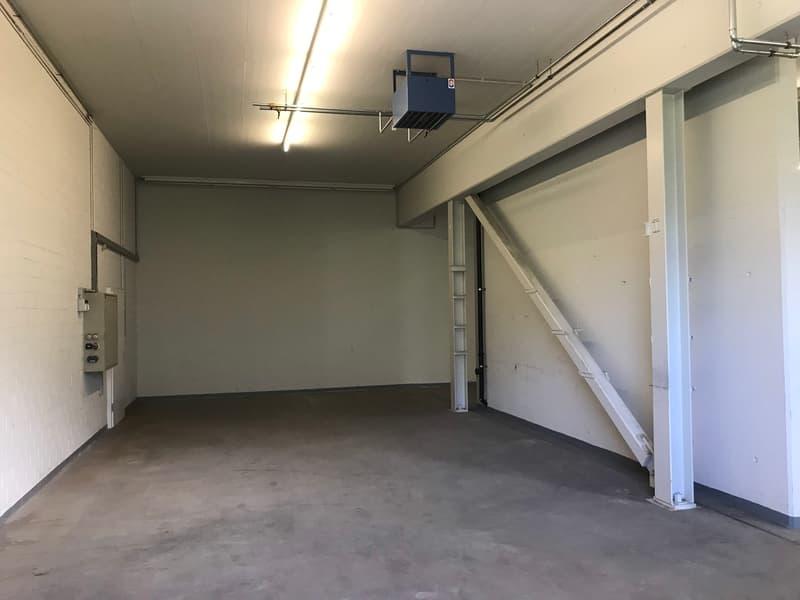 255 m2 Werkstatt / Magazin in Gewerbeliegenschaft mit eigenem Tor/Zugang