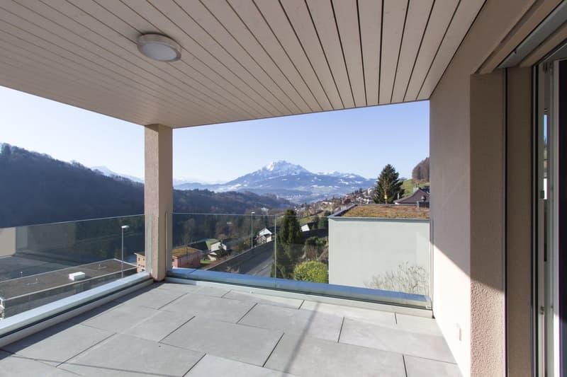 Moderne 3.5 / 4.5 Zi Wohnung mit perfekter Sicht auf Berge und See