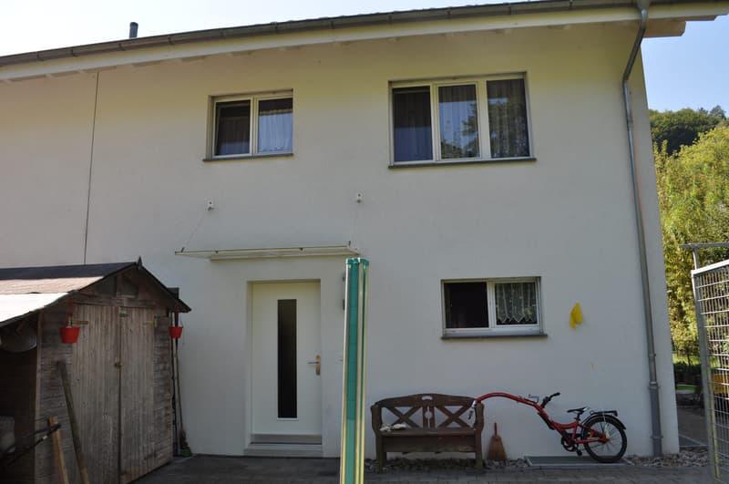 Perfekt für Ihre Familie - 4.5-Zimmer-Doppeleinfamilienhaushälfte an ruhiger Lage