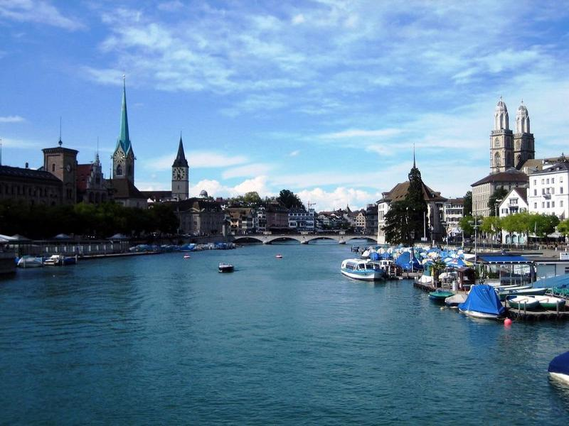 an ruhiger Lage in Seenähe/ Close to the beautiful lake of Zurich (2)