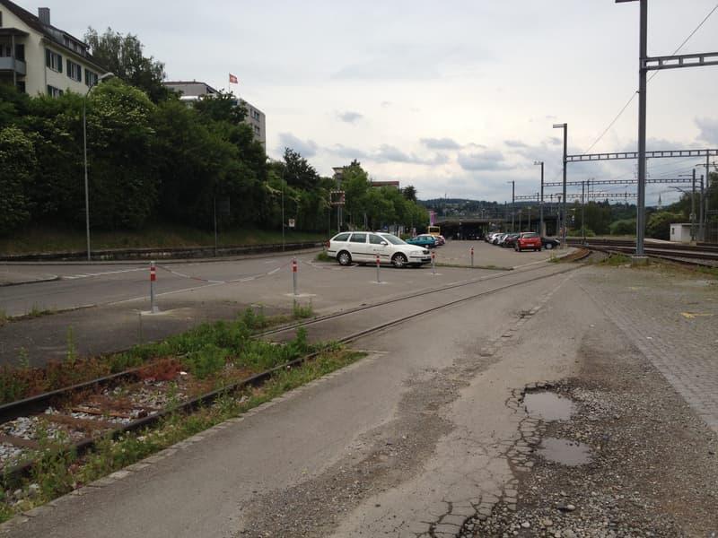 Parkplätze am Bahnhof Neuhausen zu vermieten