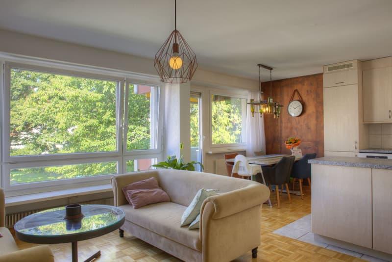 4.5-Zimmer-Eigentumswohnung mit drei Balkonen und Autoabstellplatz
