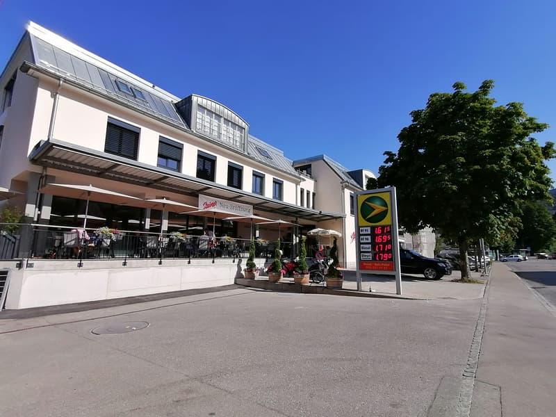 Praxisräumlichkeiten direkt beim Bahnhof inkl. Bäckerei Steiner im Haus