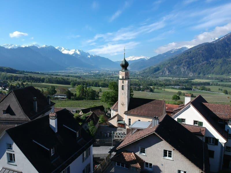 Exklusives Wohnhaus mit Weitsicht in die Bündner Berge Kopie