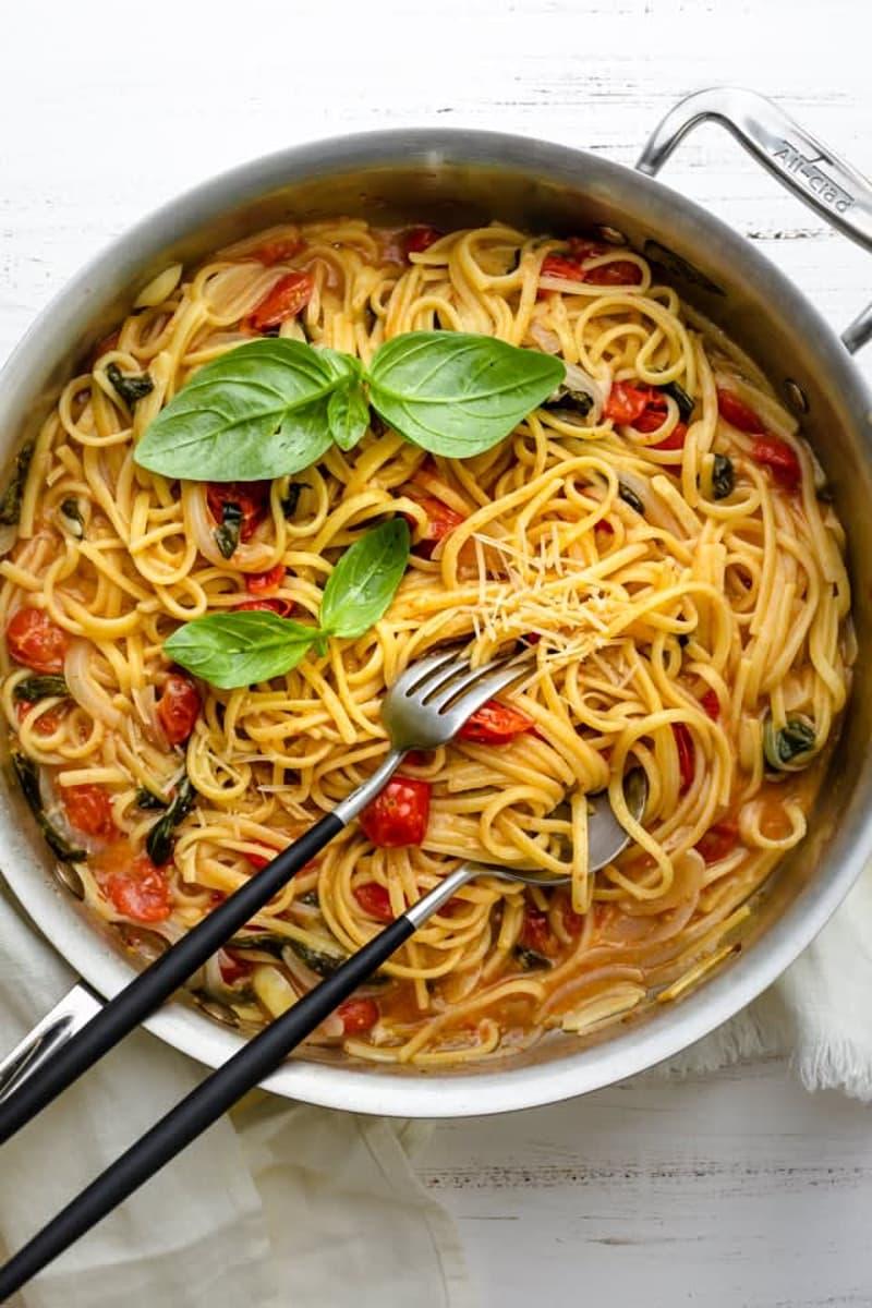 Italienisches Restaurant mit Kurier