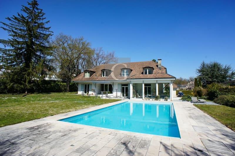 Superbe villa avec piscine dans un environnement calme et résidentiel