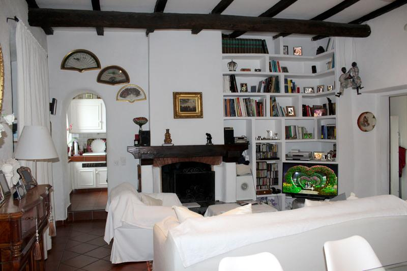 Romantica bifamiliare con due 4,5 locali, ampio giardino verde e caminetto d'epoca a Grancia.