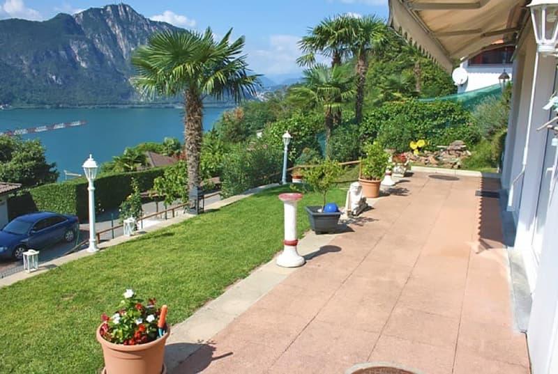 Villa moderna con magnifica vista lago! Moderne Villa mit fantastischer Seesicht!