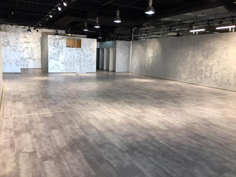 210m2 surface du magasin complètement développé à louer sur une position hautement fréquentée