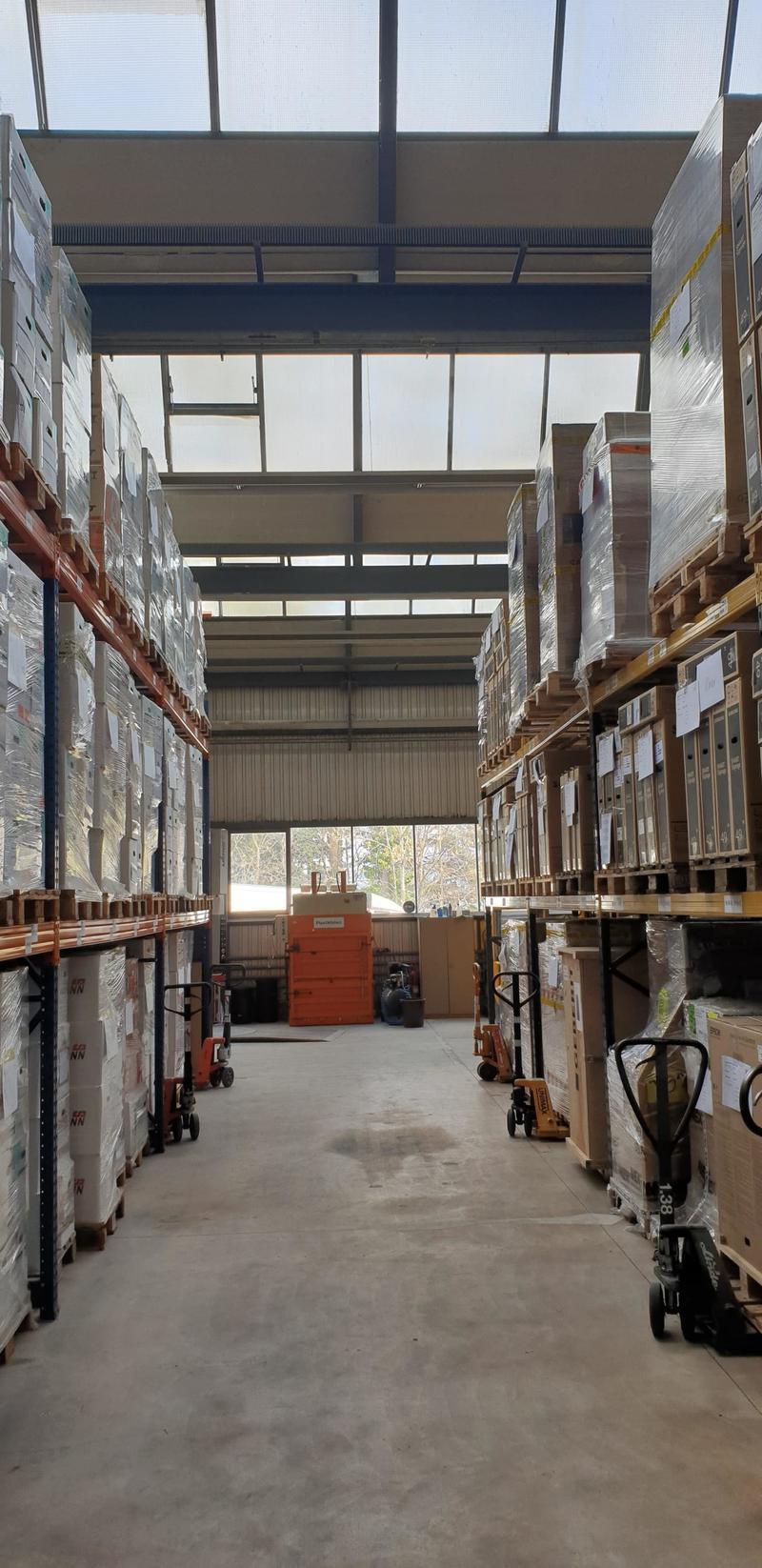 Lagerfläche 518 m² auf Wunsch inkl. Büroarbeitsplatz