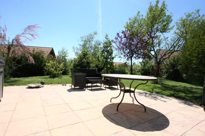 villa + appartement indépendant, dans son écrin de verdure avec calme, soleil et vue.