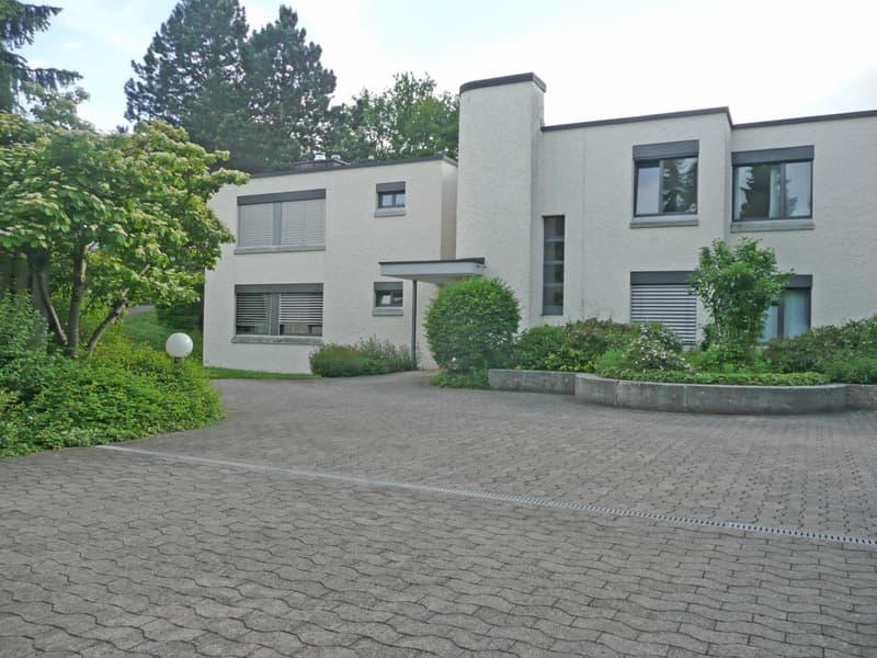 Gemütliche Wohnung mit grossem Balkon und Cheminée an ruhiger Lage