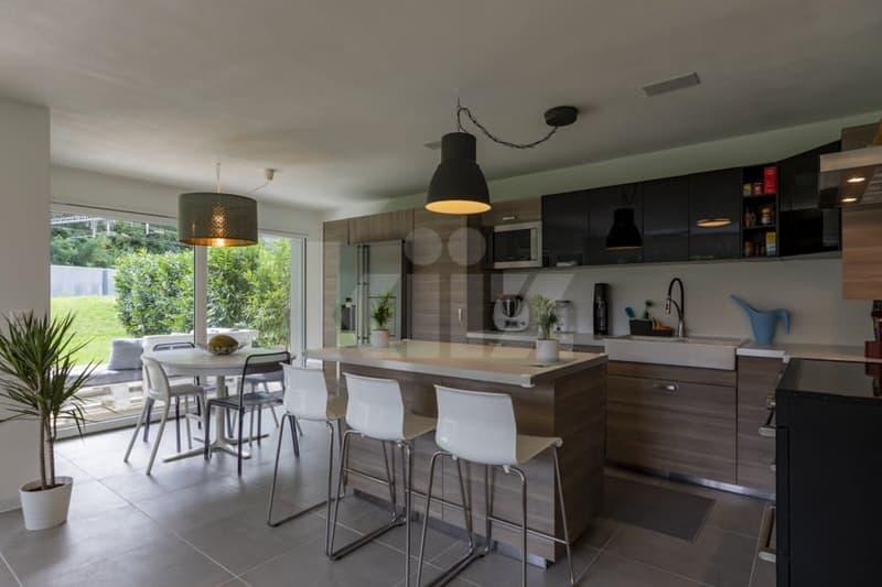 Superbe appartement aux finitions soignées avec beau jardin