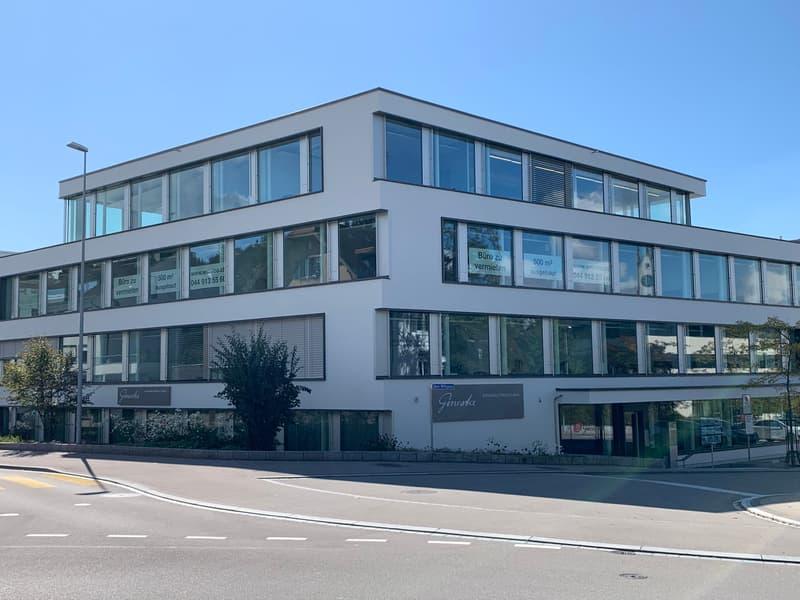 Helle, ausgebaute und gekühlte Büroräume im Herzen von Küsnacht