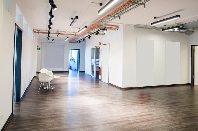 Modern ausgebaute und teilklimatisierte Bürofläche