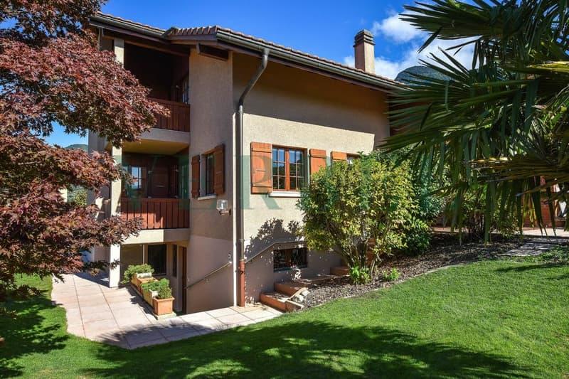 Maison individuelle de 200 m2 habitables - grand jardin plat