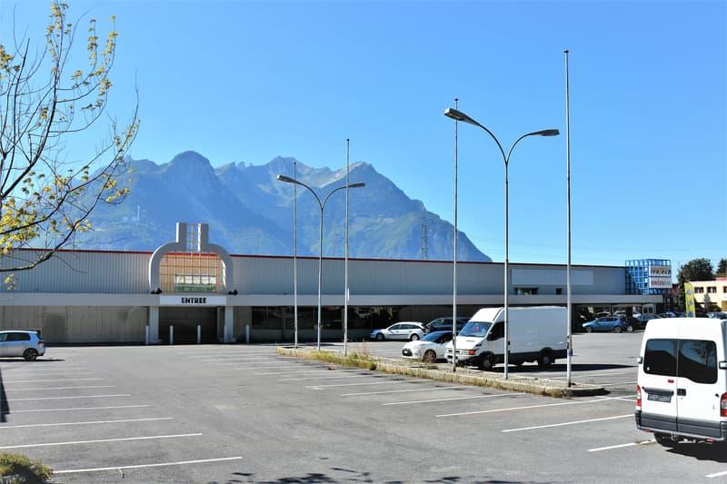 Arcade, locaux de 750 m2 divisibles à partir de 170 m2 à louer à Roche