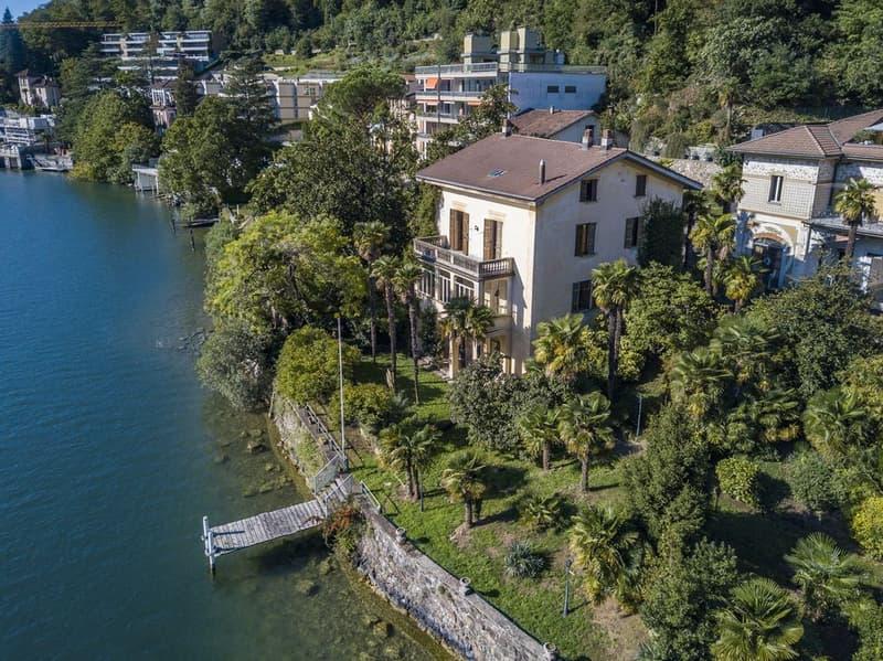 Villa d'epoca direttamente a lago