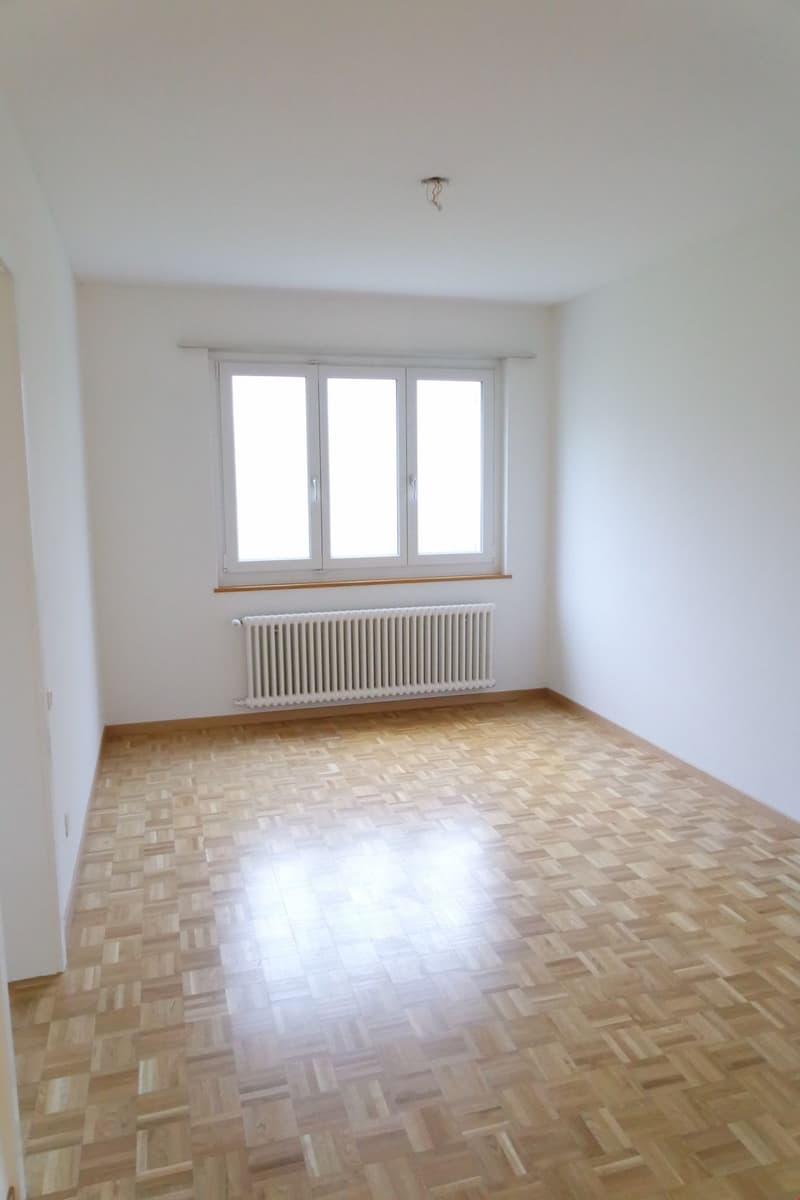 Schöne 4.5-Zimmer Wohnung mit neuer Küche und Bad (3)