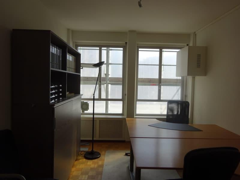 Bureau meuble ou non à sous-louer Jeu-de-l'Arc 15