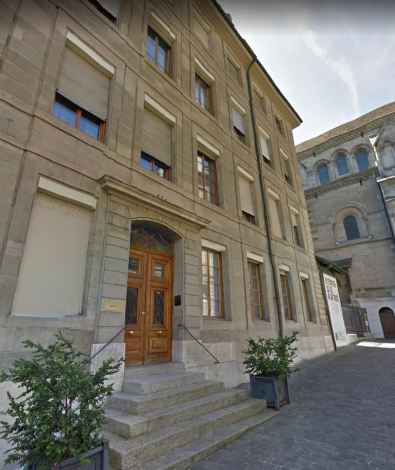 Vente groupée de 5 lots PPE dans un splendide immeuble patricien du XVIIème siècle, à deux pas de la Cathédrale Saint-Pierre